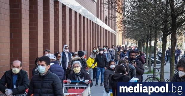 Италианският премиер Джузепе Конте обяви, че в страната се закриват