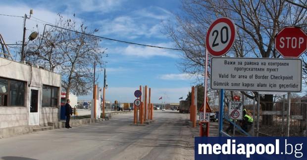 Здравният министърКирил Ананиев издаде заповед, с която се забранява влизането