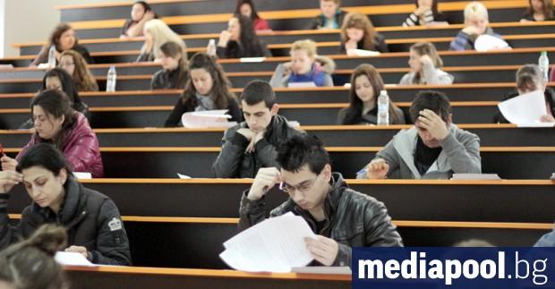 Оценките от матурите по български език и литература, по математика,