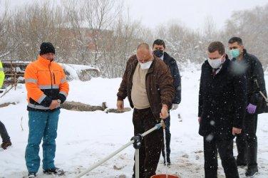 Борисов помирява Ревизоро и кмета на Перник: Пийте по една ракия за дезинфекция (видео)