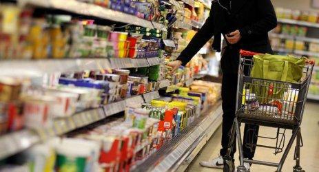 Храните в света са поевтинели в коронакризата
