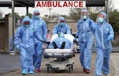 Нов черен рекорд в света – над 1200 починаха от Covid-19 за денонощие в САЩ