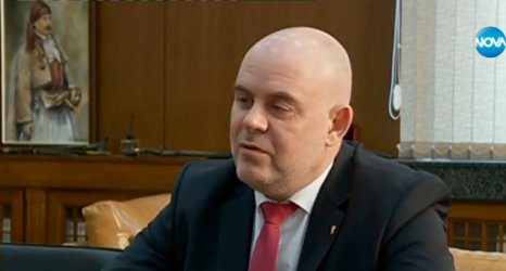 Гешев предлага намаляване на заплатите в съдебната система