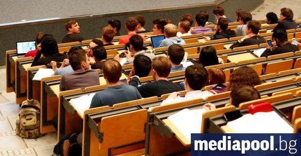 Британското правителство смята да ограничи приема в английските университети. Решението