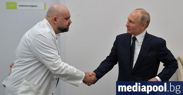 Лекарят, който миналата седмица разведе руския президент Владимир Путин из