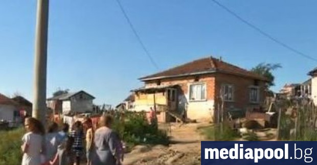 Общо 17 общини с ромско население в България ще получат