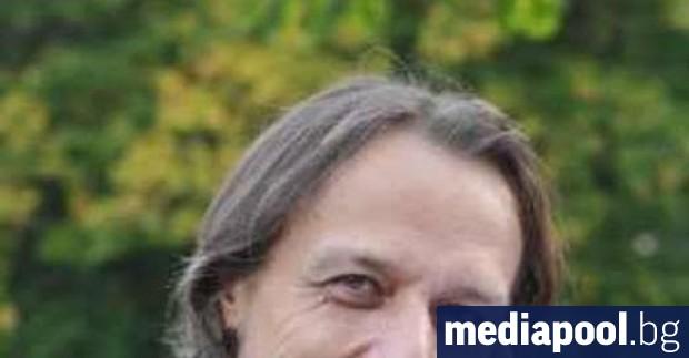 Мартин Айхнер е вирусологкъм университета в Тюбинген. Заедно със здравната