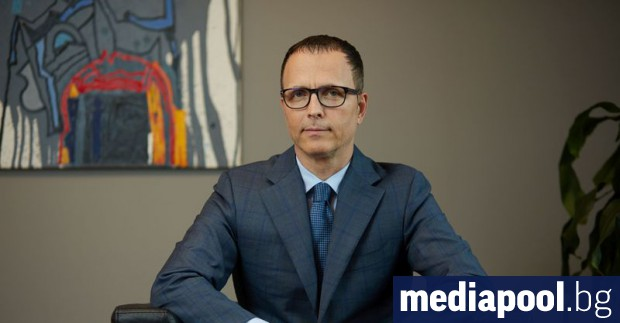 Отстраняването на главния изпълнителен директор на държавната Българска банка за