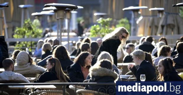 Улиците на Стокхолм са притихнали, но не опустели. В центъра