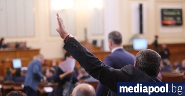 Насред кризата, предизвикана от разпространението на коронавируса, депутатите решиха да