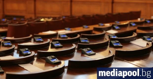 По време на извънредното положение Народното събрание ще заседава само