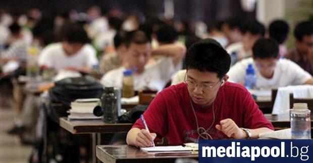 Китай съобщи, че матурите в страната, провеждани обичайно през юни,