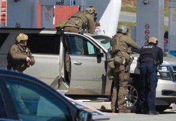 Най-малко 16 души загинаха при стрелба в Канада