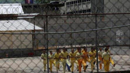 Десетки жертви и ранени при бунт във венецуелски затвор