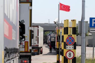 Отпадна карантината за българските шофьори на тирове в Турция
