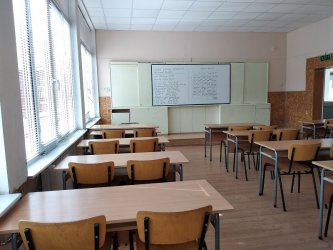 Учениците ще завършат годината от вкъщи
