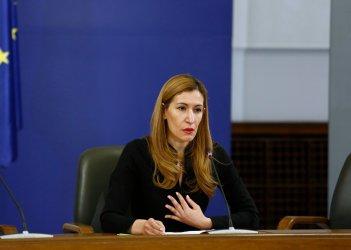 """""""Бъдеще за туризма"""" иска оставката на министър Николина Ангелкова"""