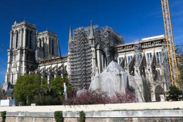 """Великденска литургия бе отслужена в парижката """"Нотр дам"""" само пред няколко души"""