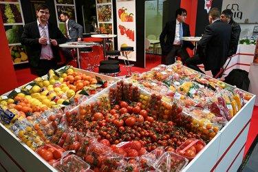Каракачанов иска забрана за внос на плодове и зеленчуци