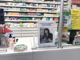 """""""НЕ ни е страх"""": Фармацевти излизат пред аптеките в подкрепа на съсловния си лидер"""