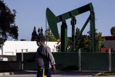 Въртележката при петролните цени продължава