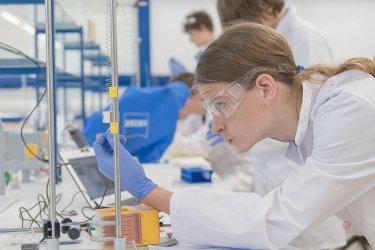 Откриват се научни институти към държавните университети в Бургас и Русе