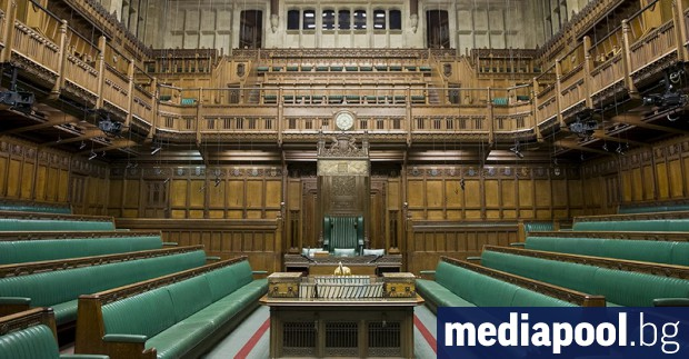 Британският парламент се връща на работа, а посланието на политическата