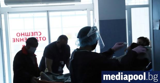 През април общо 3700 души от здравната система са получили