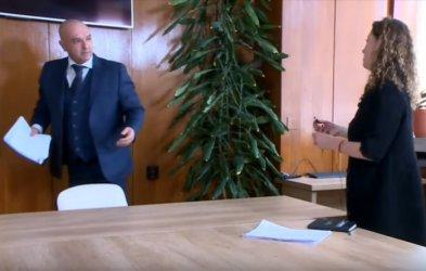 Защо Мутафчийски не биваше да реагира така на въпросите на ...