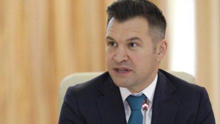 Румънски министър се появи по телевизията без панталон