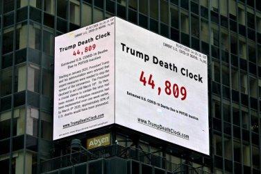 """""""Часовник на смъртта на Тръмп"""" се появи на """"Таймс Скуеър"""""""