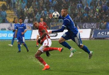 """Съмнения за Covid-19 в """"Славия"""" и """"Етър"""" на фона на подновяващото се футболно първенство"""