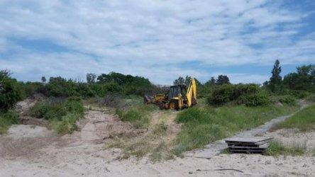 Багер разрови дюни на плаж в Ахтопол