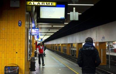Носенето на маски на гарите във Франция става задължително