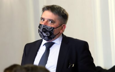 Данаил Кирилов няма да си подава оставката заради интриги
