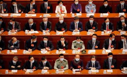 Китайските депутати откриха сесията на парламента с маски и след тестове за коронавируса