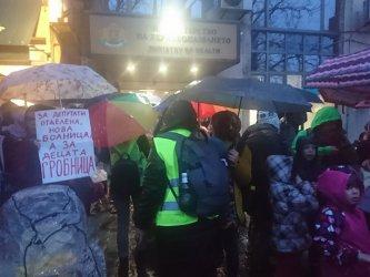 """Извънредна протестна акция за """"истинска детска болница, не гробница"""""""