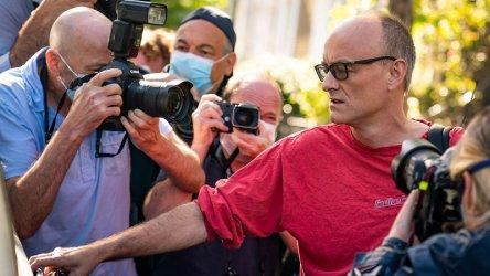 Скандалът Доминик Къмингс: Британски държавен министър подаде оставка в знак на протест