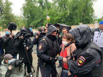 25 арестувани в Москва и Санкт Петербург заради протест срещу задържането на журналист