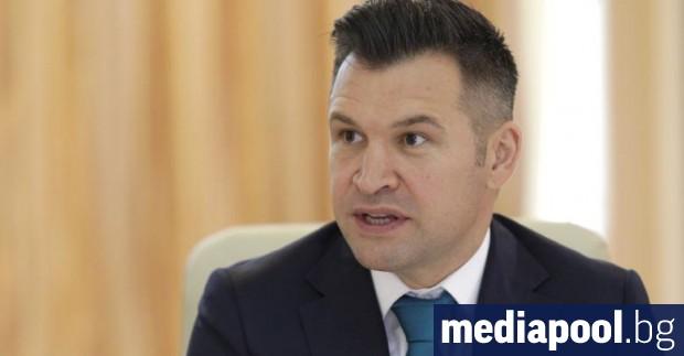 Румънският министър на младежта и спорта Йонуц Строе се появи