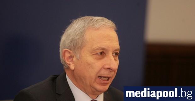 Юристът проф. Огнян Герджиков обяви прехвърлянето на акциите на футболния