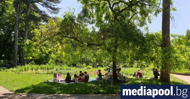 Франция върви към облекчаване на ограничителните мерки, тъй като здравните