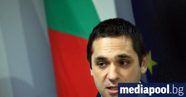 Министърът на икономиката Емил Караниколов опита в сряда да снеме