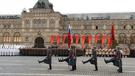 Въпреки Covid-19 и в навечерието на референдум Русия празнува победата през 1945 г.