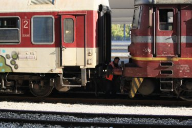 Трима кандидати да доставят нови 16 мотрисни влака за над 246 млн. лв.