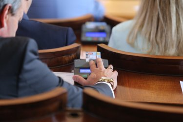 Парламентът дружно одобри влизането на държавата на пазара на горива