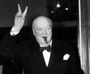 """Борис Джонсън защити Чърчил и порица """"изопачаването на историята"""""""