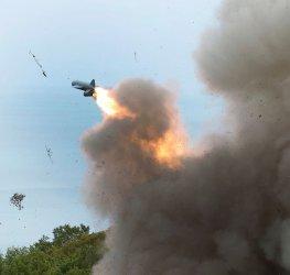 Борисов доволен от военните: ще има ръст на заплатите и скъпа техника