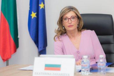 Захариева: Антибългарската кампания в Скопие е пълна с фалшиви новини и език на омразата