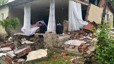 Един човек загина, а 18 бяха ранени при земетресение в Турция
